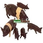 Saddleback Pigs - Farmyard Accessories from Britains - 1:32 scale  (Britains 40965)