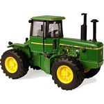 John Deere 8440 Tractor - Authentic Farm Model from Britains - 1:32 scale  (Britains 42471)
