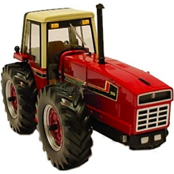International 3588 Tractor - Authentic Farm Model from Britains - 1:32 scale (Britains 42651)