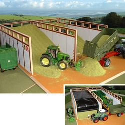 Wooden Monster Silage Pit - Brushwood Toys - 1:32 Scale (Brushwood BT8500)