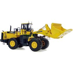 Komatsu WA600 Articulated Loader - Universal Hobbies Commercial - 1:50 scale (Universal Hobbies 8008)