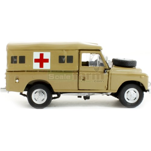 Land Rover S3 - Desert Ambulance (Cararama CR037)