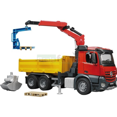 Mercedes Benz Arocs Truck with Roll-Off Container, Clamshell Buckets and 2 Pallets (Bruder 03651)
